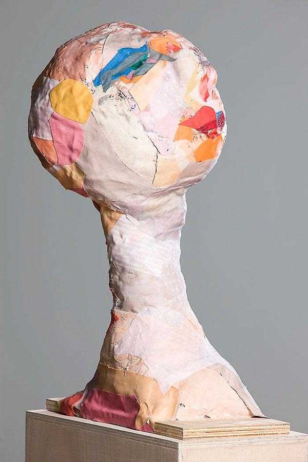 S_T, 2009. Tela y madera. 40 x 16 x 54 cm
