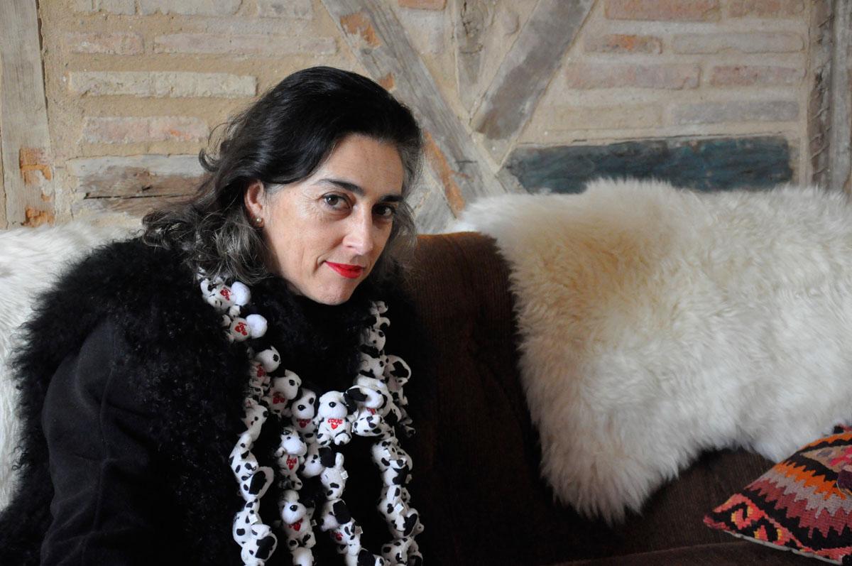 2 con collar de Concha García