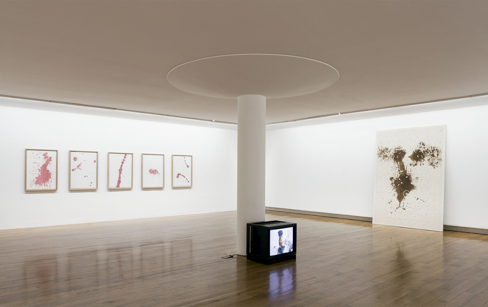 Vista da exposición Chelo Matesanz. As miñas cousas en observación, CGAC, Santiago de Compostela, 2014. <small>Fotografía Mark Ritchie</small>