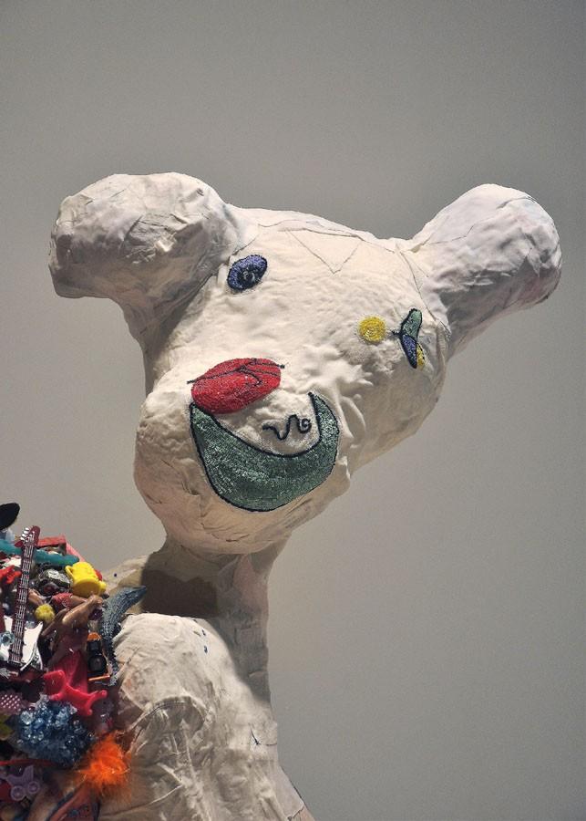 """El fantasma de Miró con helado de rocky-road, 2011. Materiales diversos. 82 x 70 x 70 cm.Exp. """"O bosquexo do mundo"""". MARCO. Vigo, 2013"""