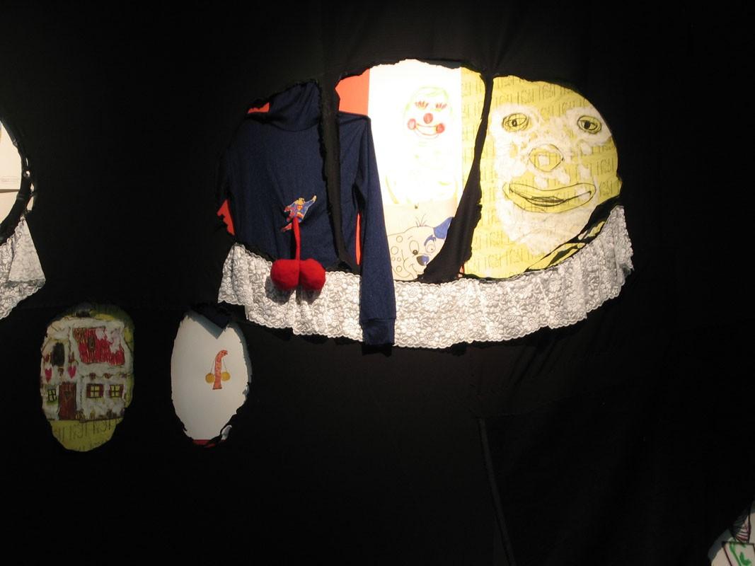 Laughing Allowed. Galería Adhoc. Vigo. 2004