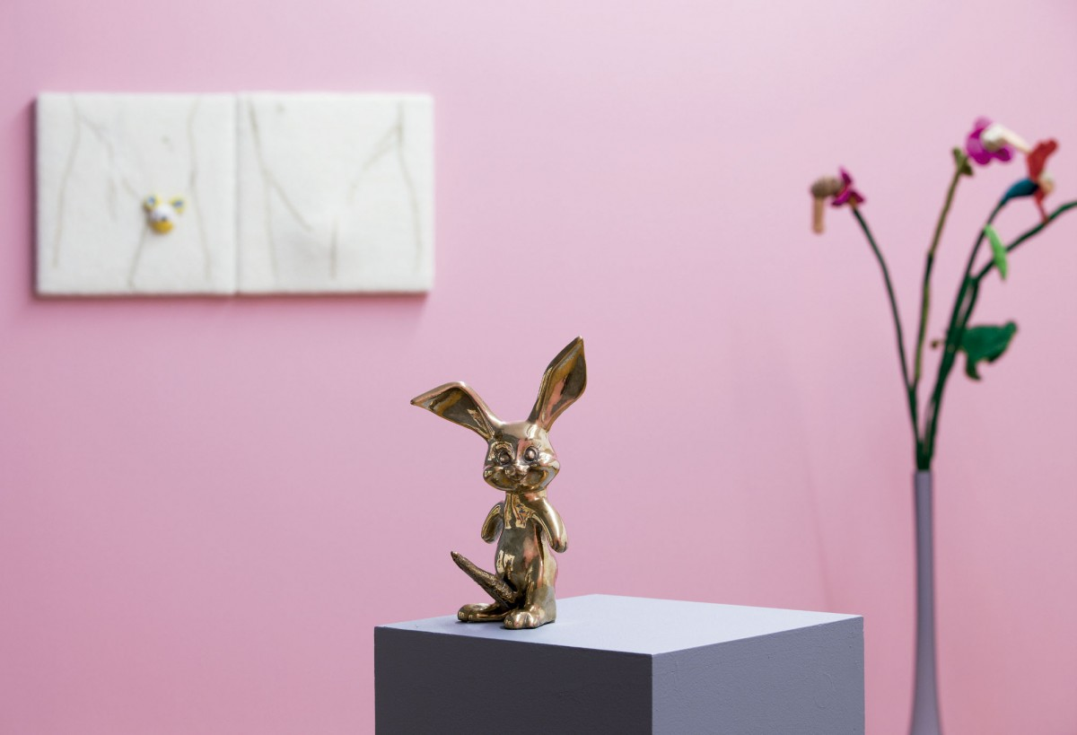 Súper rabbit,1997 en el montaje de la exposición CGAC (2014). Fotografía Mark Ritchie