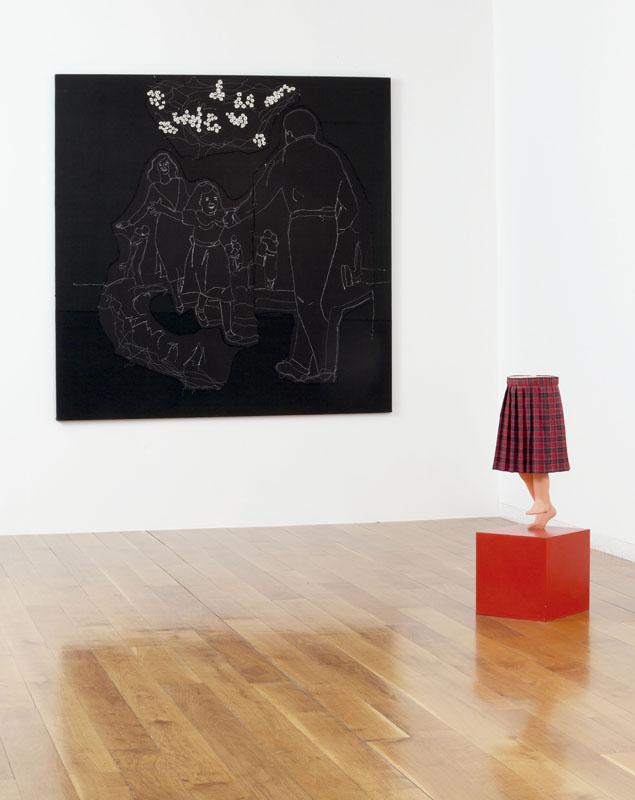 Día feliz en domingo (1994), y Una limosnita, por favor (1992). Vista de Montaje de exposición en el CGAC. Fotografía Mark Ritchie