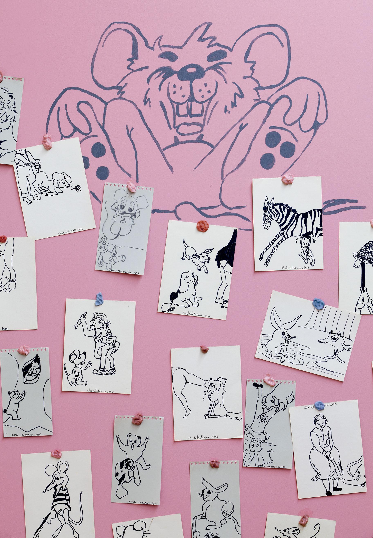 Vista del montaje exposición en el CGAC. 2014 Dibujos pegados con chicles, sobre pared pintada. <small>Fotografía Mark Ritchie</small>