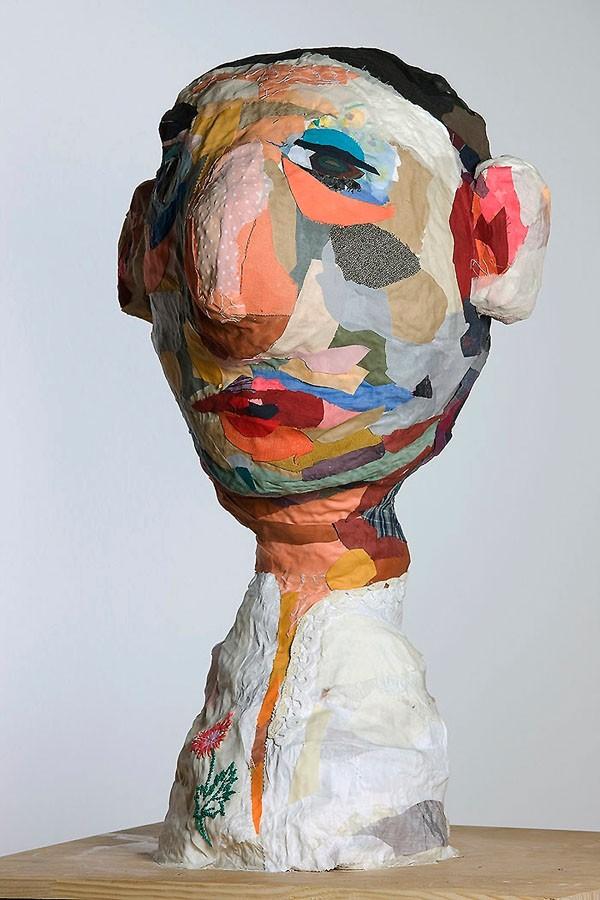 S_T, 2009. Tela y madera. 82 x 62 x 65 cm