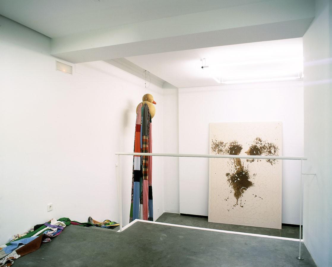 "Montaje de exposición ""Leche, cacao, avellanas y azúcar"" 2001. Galería Espai Lucas. Valencia. 2001"
