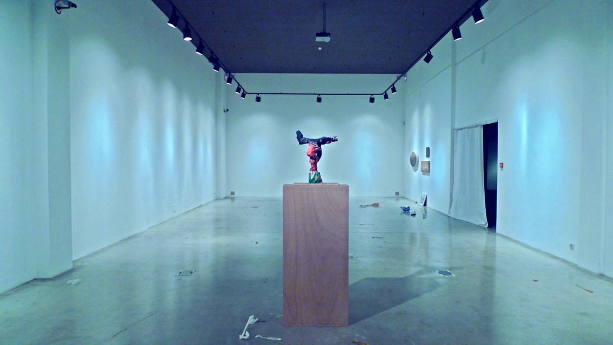 Desmontaje en Galería del Sol st. Santander. Fotografía Carlos Atienza