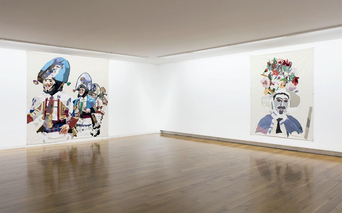 Peliqueiros,2007 y Zamarrón, 2012. Vista exposición en el CGAC, 2014. Fotografía Mark Ritchie