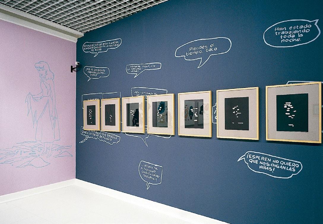 Vista de la instalación de Chelo Matesanz Bocadillos, conversaciones en la oscuridad en la exposición en Caja Cantabria (Santander,2009)