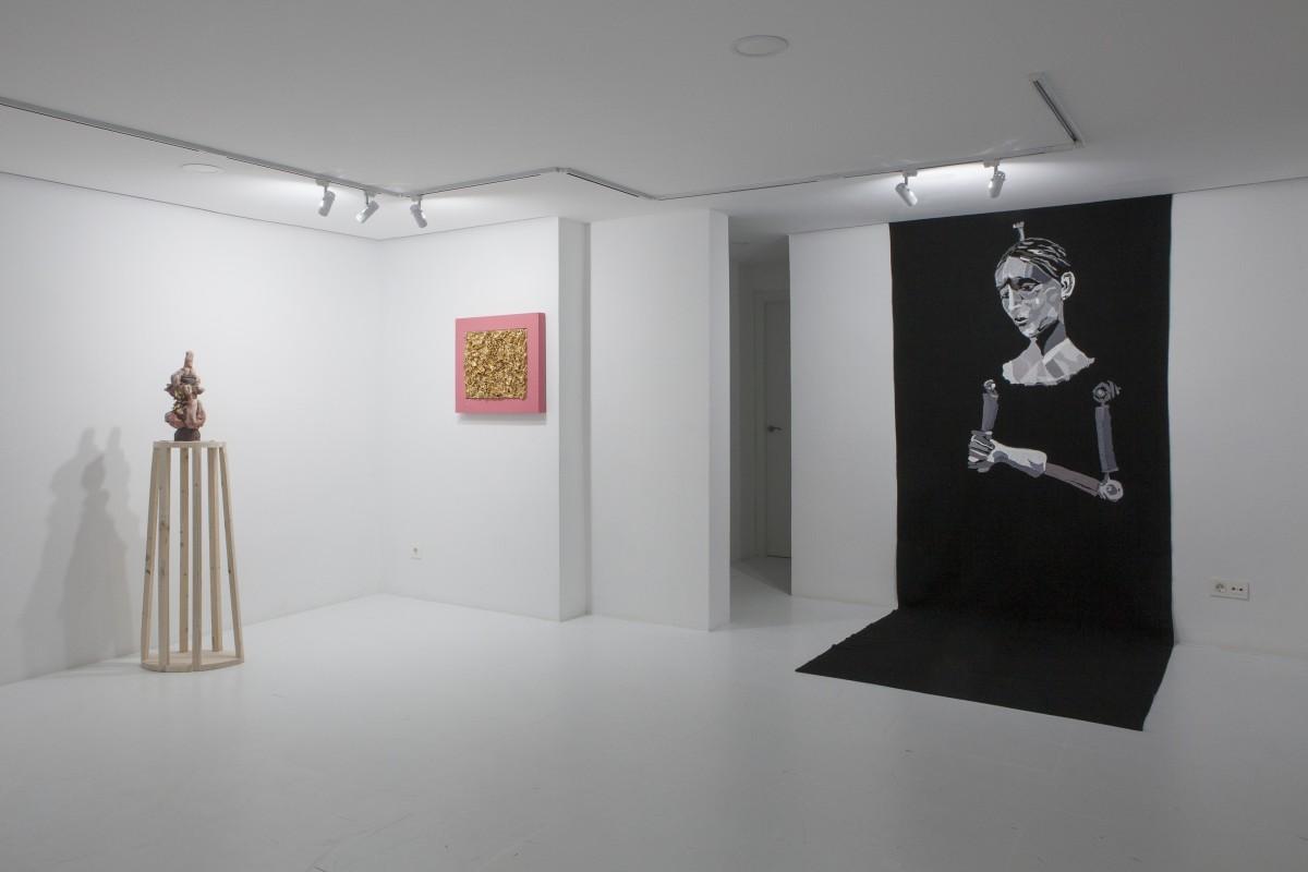 """Vista de la exposición """"Vírgenes para vestir"""". Galería Espacio Olvera (Sevilla, 2018)"""